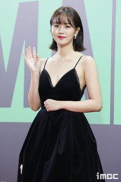 Kim So Hyun Attends 2019 Melon Awards in Black Gown with Gold Applique Border Kim So Hyun Fashion, Korean Fashion, Korean Celebrities, Celebs, Afro, Kim Sohyun, Korean Actresses, Beautiful Asian Girls, Korean Beauty
