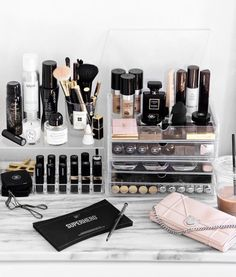 Beautiful make up storage. I want mine to look like that! | theapresgal.com ✗❅