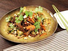 stir fry med strimlad teriyaki-lövbiff Stir Fry, Baked Potato, Broccoli, Potatoes, Beef, Baking, Ethnic Recipes, Woks, French Fries