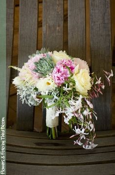 This bouquet is absolutely stunning!!! Bouquet by http://thirdbloom.com