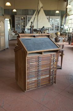 Modern Industrial Furniture, Cool Furniture, Apothecary Cabinet, Card Storage, Decorative Objects, French Antiques, Vintage Shops, Cabinets, Woodworking