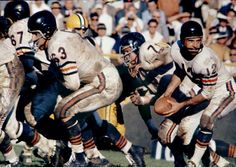 Zeke Bratkowski came out of the University of Georgia in 1953 to play QB with the Bears from then 9 more season with the Rams and Packers. Nfl Football Players, Football Gif, Football Uniforms, Football Pictures, School Football, Sport Football, Football Jerseys, Americana Retro, Nfl History