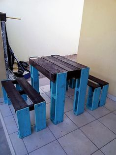Right into this image, we would bring out the emerging trend of the wood pallet when it is being used at the best for the furniture designing. This whole furniture setting is being carried out with the involvement of the table and benches too that are functionally bringing attraction in the whole idea.