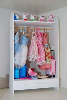 I want this dolls wardrobe! CUTE