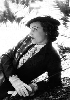 Fay Wray in Mills of the Gods (1935) I've ALWAYS loved the menswear-inspired looks that women wore back in the 1930s 1940s