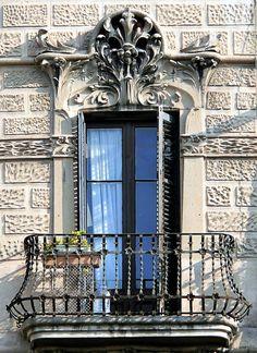 Barcelona - Aribau 092 c Architecture Wallpaper, Vintage Architecture, Historical Architecture, Ancient Architecture, Beautiful Architecture, Architecture Details, Balcony Grill Design, Balcony Railing Design, Old Doors