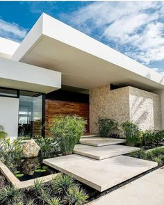 What do you think of this beautiful house? Swipe left to see more ⬅️ - Casa RM is a modern residence and a tropical safe-space. The home is designed by Located in Merida, Mexico🇲🇽 Photos Architecture Design, Modern Architecture House, Modern House Design, Facade Design, Dream House Exterior, House Exterior Design, Exterior Paint, House Entrance, Entrance Ideas