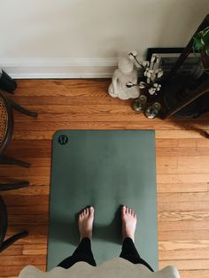how to make space for yourself and others at home Plyometric Workout, Barre Workout, Yoga Pictures, Workout Pictures, Yoga Inspiration, Fitness Inspiration, Skinny Motivation, Heath And Fitness, Workout Aesthetic