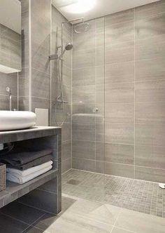 Carrelage imitation parquet et grès font la douche italienne