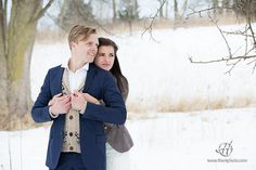 Image from http://www.thehweddingphotography.com/wp-content/uploads/galleries/post-3254/full/posing-ideas-for-winter-wedding.jpg.