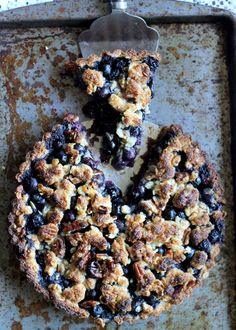 Blueberry Crispy Tart with Oatmeal Crust (Gluten-free, Vegan, & Refined Sugar-Free) | from Bakerita.com #recipe