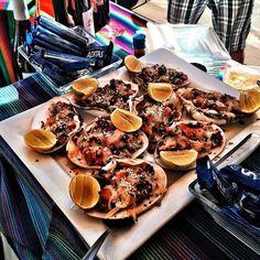 Cuando vayas al sur de #Ensenada no olvides hacer una parada en Posada Don Diego te recibirán con platillos muy ricos como estas deliciosas almejas bañadas en queso! Rompe la dieta!  #Baja #bajacalifornia #foodie #mexico #travel #instatravel #foodporn #seafood #vacation