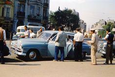 1950'li yıllarda Taksim'de dolmuş sırası...