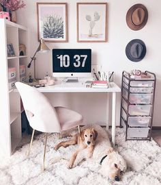 "Não sabe por onde começar e fica se perguntando como montar um home office? Confira essas 5 dicas! Se você gosta de tons mais claros, e um estilo ""Pinterest""... #homeofficedecor #homeoffice #diyhomeoffice Workspace Design, Home Office Design, Home Office Decor, Home Decor Bedroom, Diy Home Decor, Office Ideas, Office Workspace, Office Spaces, Diy Bedroom"