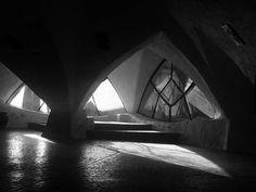 Galería de Clásicos de Arquitectura: Parroquia Santa María de Guadalupe / Claudio Caveri - 1