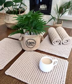Set of 4 knitted placemats Be V – available in many colors – great table decoration Set Knitted tablemats Placemats table mats Cotton table Knitting Projects, Crochet Projects, Knitting Patterns, Crochet Patterns, Crochet Home, Knit Crochet, Filet Crochet, Purl Stitch, Color Card