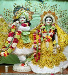 Krishna Statue, Jai Shree Krishna, Cute Krishna, Lord Krishna Images, Radha Krishna Pictures, Radha Krishna Photo, Radha Krishna Love, Krishna Photos, Radhe Krishna Wallpapers
