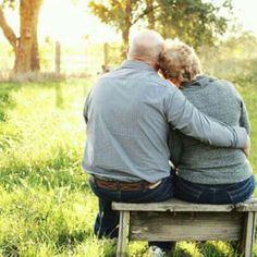 being an Romantic couple showing love for each other Couples Âgés, Beaux Couples, Older Couples, Couples In Love, Mature Couples, Older Couple Poses, Couple Posing, Couple Photos, Older Couple Photography