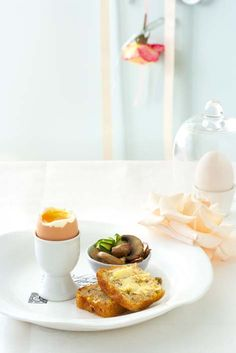 Soft-boiled eggs with mealie bread and garlic mushrooms