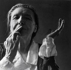 Louise Bourgeois  «Ich zog von Atelier zu Atelier. Ich wollte Kunst studieren, aber ich wollte nicht in die staatlichen Schulen ... ich besuchte jedes mit dem eisernen Willen, das zu lernen, was ich noch nicht konnte.»