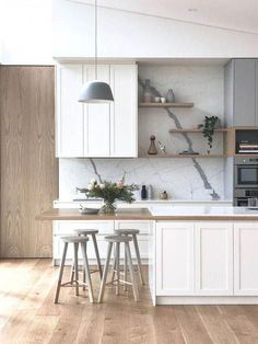 Lovely Contemporary Home Helpful Tips For Contemporary Interior Design kitchen White Shaker Kitchen, Shaker Style Kitchens, Farmhouse Style Kitchen, Modern Farmhouse Kitchens, Home Kitchens, Style Shaker, Bright Kitchens, Luxury Kitchens, Contemporary Interior Design