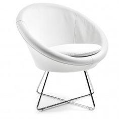 Auba - Laforma-Kave - PU leder - Wit Deze stoere designstoel (fauteuil) kan ideaal als lounge fauteuil worden gebruikt! Zacht comfort, stoere uitstraling en tijdloos design vanwege het chromen on...