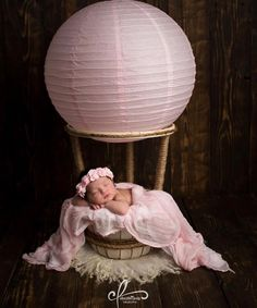 The sweetest Newborn Hot Air Balloon Basket Photography Prop Newborn Newborn Fotografia, Foto Newborn, Newborn Shoot, Newborn Photo Props, Balloon Basket, Baby Balloon, Hot Air Balloon, Balloon Wedding, Newborn Baby Photography