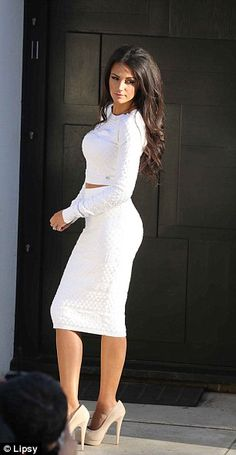 Michelle Keegan pulling a Kardashian pose in a gorgeous all white ensemble, which can be purchased at Lipsy, with taupe platform pumps. Fashion Beauty, Girl Fashion, Love Fashion, Womens Fashion, Michelle Keegan Style, Kim Kardashian, Hot Brunette, Complete Outfits, Glamour