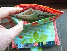 Zippers: Free Sewing Tutorials Zippered wallet