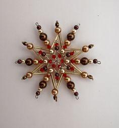 Vánoční hvězda z korálků ,,čokoláda ,,7 ,, Vánoční hvězdička z korálků a perliček na pevné drátěné konstrukci , velikost 9cm v barvách smetanová čokoládová