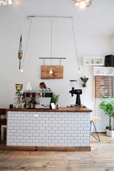 Cozy Coffee Shop, Small Coffee Shop, Coffee Bar Design, Coffee Shop Interior Design, Cafe Shop Design, Small Cafe Design, Café Restaurant, Restaurant Design, Cafe Counter