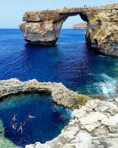A quien le gustaría estar en esta hermosa playa ubicada en Malta?  #beach #malta #fun #summer #freshmagrd #freshrevista