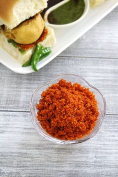 Maharashtrian Dry Garlic Chutney or Lasun peanuts Chutney is the secret to take your vada pav to a next level.is more like a powder than chutney, though and a sprinkling on the pav makes the best Vada Pav Ever. Red Chutney Recipe, Indian Chutney Recipes, Indian Food Recipes, Vada Pav Recipe, Podi Recipe, Veg Recipes, Vegetarian Recipes, Cooking Recipes, Recipies