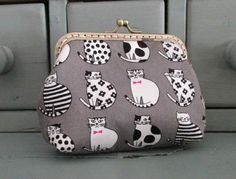 Black and white cat purse, cat lovers gift, cat kiss lock purse by Tresgats on Etsy