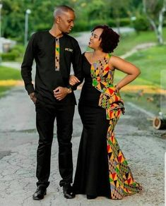 afrikanische frauen This clothing is made of African fabric. The fabric material is pure cotton. The dress is styled to suit any Occassion or event. For any enquiry, kindly start Couples African Outfits, African Prom Dresses, African Dresses For Women, African Clothing For Men, African Women, Ankara Clothing, Short Dresses, Clothing Styles, Modern African Dresses