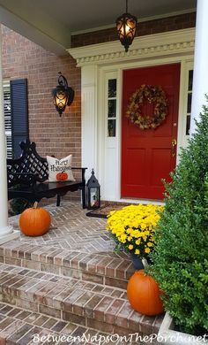 Easy tips on how to decorate your porch for autumn and Halloween from Between Naps on the Porch.