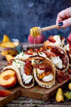 Pancake Tacos with Caramelized Peaches and Pancetta - Pancake Tacos with Caramelized Peaches and Pancetta Das schönste Bild für Fingerfood veloci , das - Think Food, Love Food, Cooking Recipes, Healthy Recipes, Grilling Recipes, Vegetarian Grilling, Healthy Grilling, Barbecue Recipes, Snacks