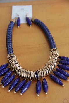 set de collar azul rey con aretes a juego para dama                                                                                                                                                     Más