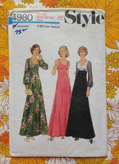 STYLE 4980 pattern FACTORY FOLD 1975 vintage UNUSED retro dress sewing