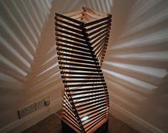 Lámpara de pie - una hermosa lámpara de piso de madera o lámpara de pié de SurreyWoodsmiths