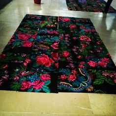 Making patchwork carpets from kilimrugs. #kilimrugs #patchworkcarpets #rosekelim