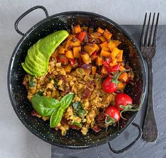 Tanyasi tofurántotta füstölt édesburgonya-vagdalttal – Futacs Gitta Tofu, Curry, Sweet, Ethnic Recipes, Turmeric, Red Peppers, Candy, Curries