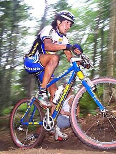 Tinker Juarez in 1998 after Volvo Cannondale switched from red and yellow to blue and yellow