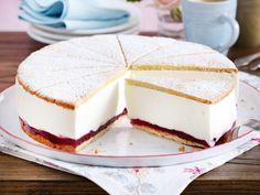 Unser beliebtes Rezept für Käse-Sahne-Torte mit Preiselbeeren und mehr als 55.000 weitere kostenlose Rezepte auf LECKER.de.