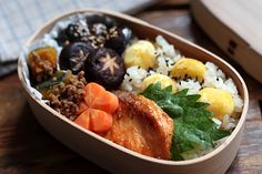 栗おこわ弁当 Work Lunch Box, Bento Box Lunch, Japanese Lunch Box, Japanese Food, Cute Food, Yummy Food, Meal Box, Bento Food, Plate Lunch