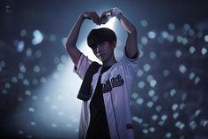 baekhyun at his best with making hearts