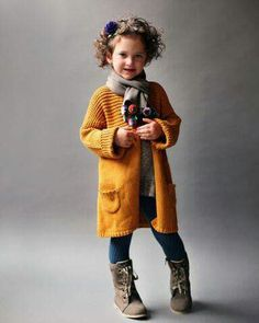 Girl grey knitted coat / Hand  