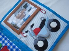 Great ideas in this one. Diy Quiet Books, Baby Quiet Book, Felt Quiet Books, Felt Games, Montessori Books, Sensory Book, Quiet Book Patterns, Books For Boys, Busy Book