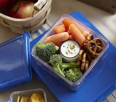 Tight lid in the center compartment for dipping goods.HELLO VEGGIES in lunch! Snacks For Work, Health Snacks, Healthy Snacks For Kids, Easy Snacks, Healthy Food List, Healthy Recipes, Healthy Eats, Healthy Foods, Healthy Life