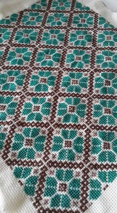 Cross Stitch Geometric, Tiny Cross Stitch, Cross Stitch Fruit, Cross Stitch Cards, Simple Cross Stitch, Cross Stitch Flowers, Modern Cross Stitch, Cross Stitch Designs, Cross Stitching